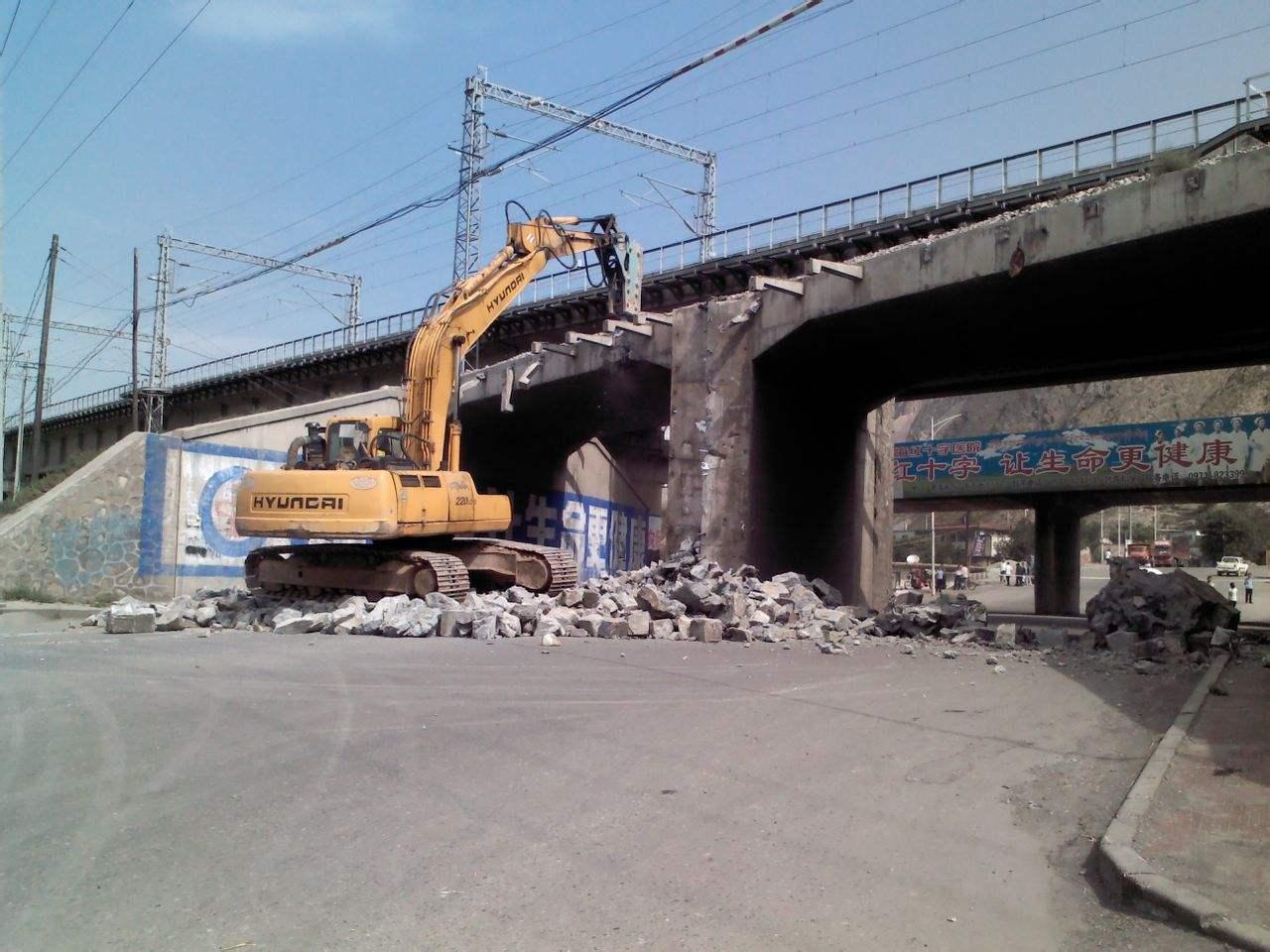 桥梁拆除工程施工作业