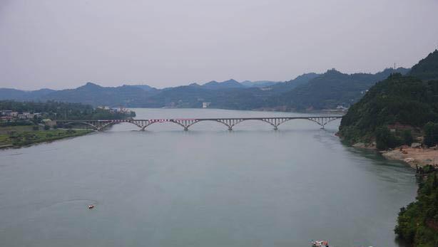 """四川蓬安""""嘉陵江大桥""""成功爆破 场面壮观"""