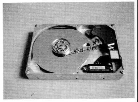 图7-1硬盘驱动器的内部结构
