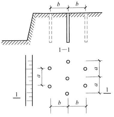 图5-7炮孔布置