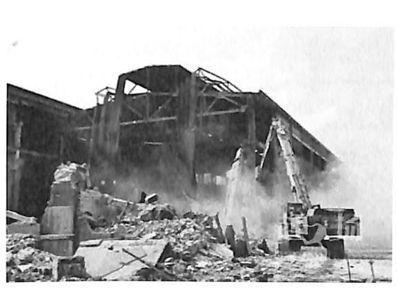 图1.33西安市老钢厂文创园再生利用项目 (排架结构厂房拆除)