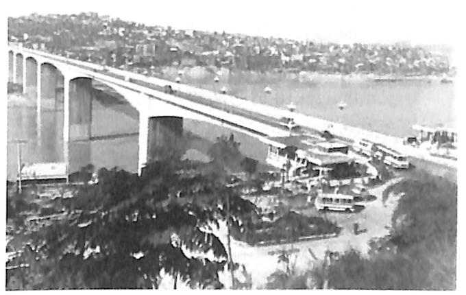 图2-4连续刚架桥