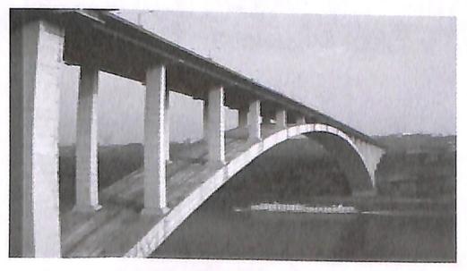 图1-15重庆万县长江大桥