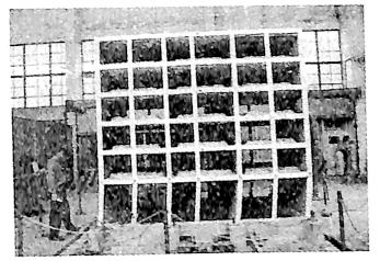 (b)钢筋混凝土框架的模拟地震振动台试验