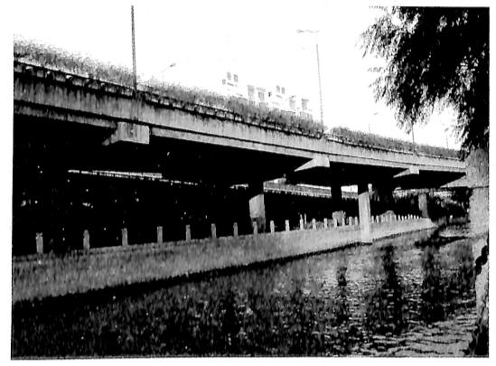 图5-3上海内环线高架桥